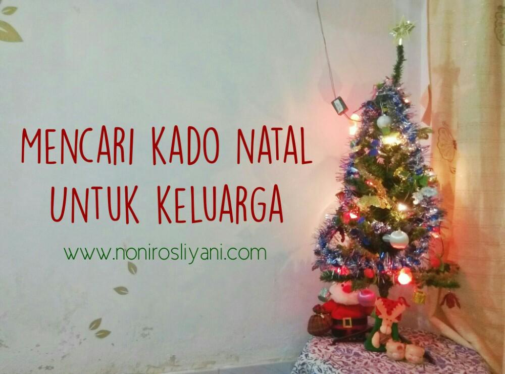 mencari kado natal untuk keluarga